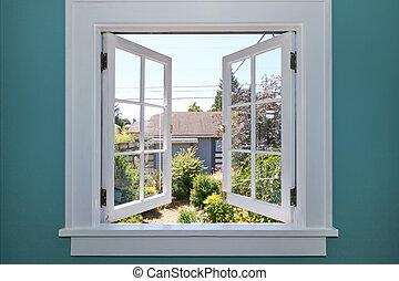 Öffne das Fenster zum Garten mit kleinem Schuppen.