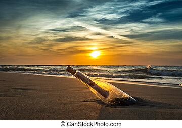 Alte Botschaft in einer Flasche an der Küste