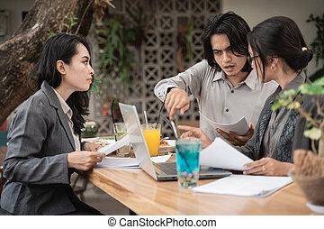 asiatisch, mannschaft, junger, geschäftsporträt
