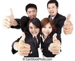 Asiatisches junges und erfolgreiches Geschäftsteam mit Daumen hoch