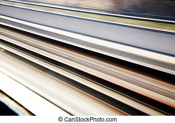 Bahngleise im Hintergrund