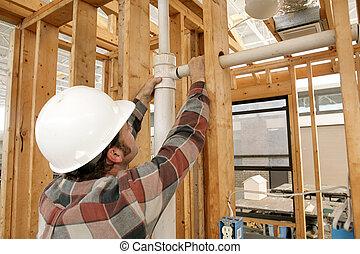 Bauarbeiterin mit Leitung