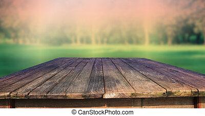 Beschaffen von altem Holztisch und Grün