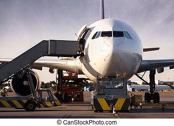 Boeing wird mit Fracht geladen