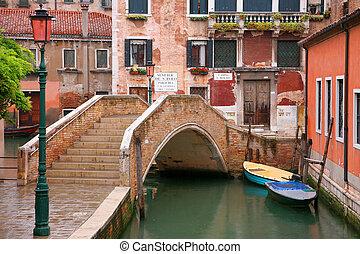 Brücke auf dem Kanal.