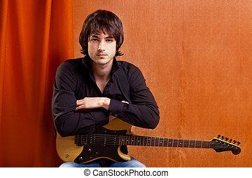 Britischer Indie Pop Rock-Look junger Musiker Gitarrist.