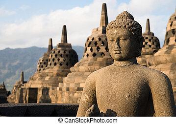 Buggha-Statue und Stopas in Borobudur Tempel, Indonesien
