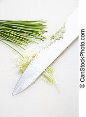 Chives mit Messer.
