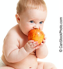 Der kleine Junge isst gesundes Essen