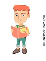 Der kleine weiße Schuljunge liest ein Buch.