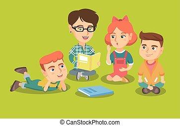 Der Lehrer liest ein Buch für Kinder im Kindergarten.
