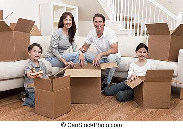 Die Familie packt Kisten aus, die sich bewegen