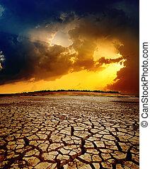 Dramatischer Sonnenuntergang über der Erde
