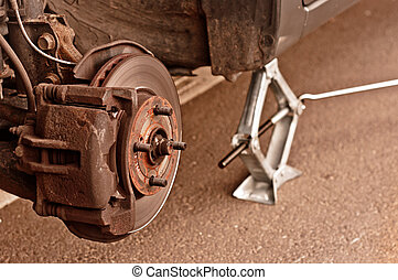 Ein Auto ohne Reifen