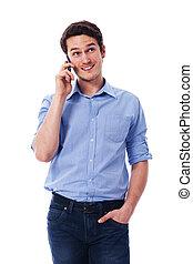 Ein gut aussehender Mann am Handy