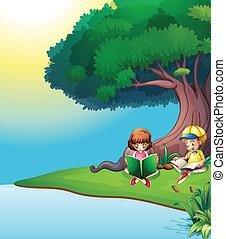 Ein Junge und ein Mädchen lesen unter dem Baum.