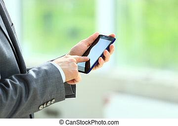 Ein Mann mit Handy.