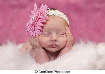 Ein schlafendes Neugeborenes