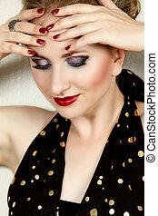 Eine Frau mit Modeschminke