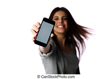 Eine Frau mit Smartphone-Screen isoliert auf weißem Hintergrund.