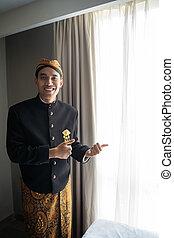 einladen, traditionelle , tragen, gebärde, junger, daumen, beskap, mann, indonesisch, asiatisch, kleidung