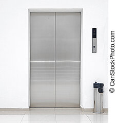 Einzelne Aufzugtür