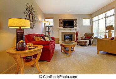 Elegantes Wohnzimmer mit rotem Sofa, Kamin, TV und vielen Fenstern.