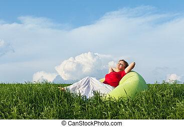 Entspannend in der Natur - genießen die Sonne