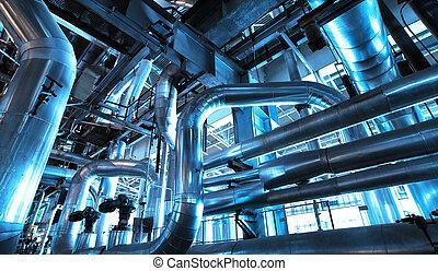 Equipment, Kabel und Pfählen, wie sie im Industriekraftwerk gefunden werden