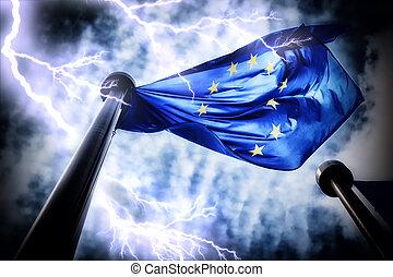 Europäische Unionsflagge auf dunklem Gewitterhimmel Hintergrund