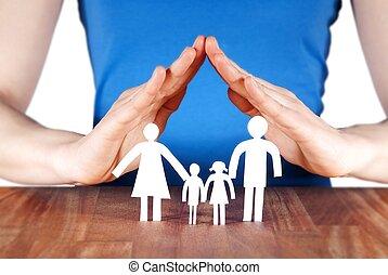 Familie mit Haus der Hände