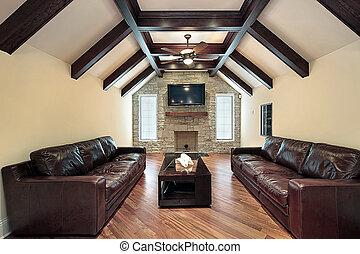 Familienraum mit Holzdeckeln