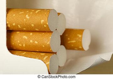 Filterte Zigaretten in einer Packung.
