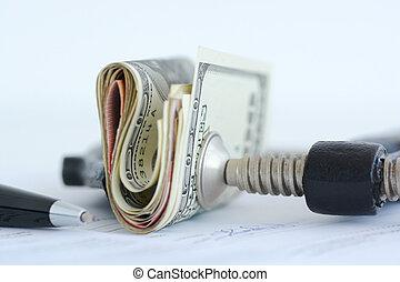 Finanzdruck auf Aktienmärkte Konzept mit Stapel von Dollarscheinen gegen Klammer.