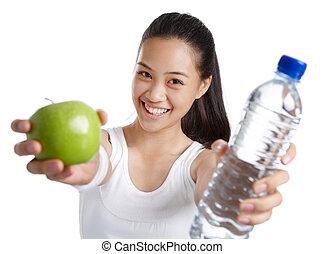 Fitness-Mädchen mit gesundem Essen