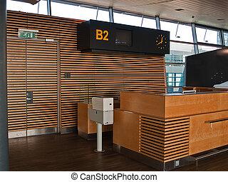 Flughafenflüge checken das Gegentor