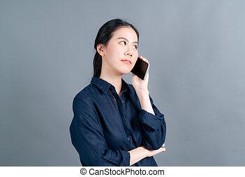 frau, asiatisches geschäft, telefon, beweglich, gebrauchend, sprechende