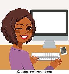 Frau mit Computer.