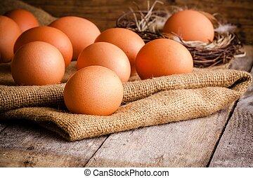 Frische Eier auf dem Sack.