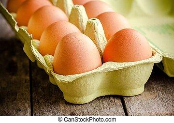 Frische Eier im Paket.
