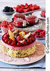 Frischer Obstkuchen auf dem Teller.
