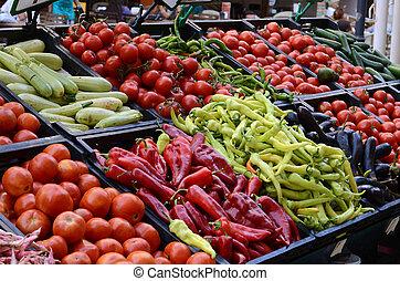 Frisches und organisches Gemüse auf dem Bauernmarkt
