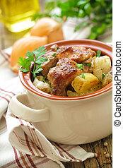 Gebackenes Fleisch mit Kartoffel