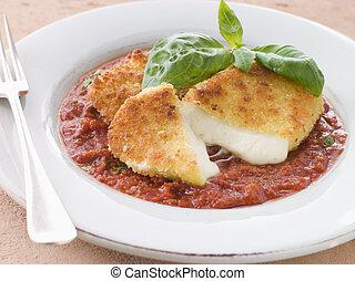 Gebratener Mozzarella-Käse mit Tomate Ragu