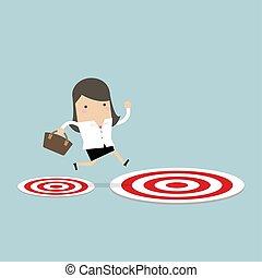 Geschäftsfrau springt vom kleinen Ziel zum großen Ziel.