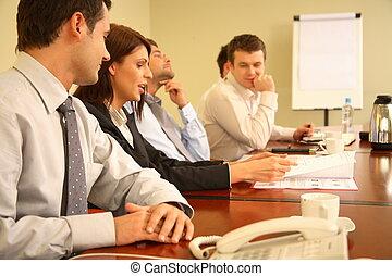 Geschäftsleute bei einem informellen Treffen