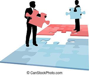 Geschäftsleute wälzen eine Lösungszusammenführung