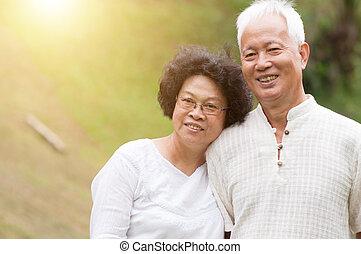 glücklich, altes , ehepaar., asiatisch