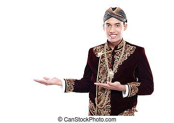 Glücklich von Menschen, die traditionell von Java tragen, die leere Fläche.