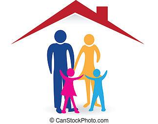 Glückliche Familie mit neuem Haus-Logo